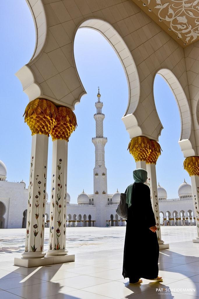 Frau in der Moschee